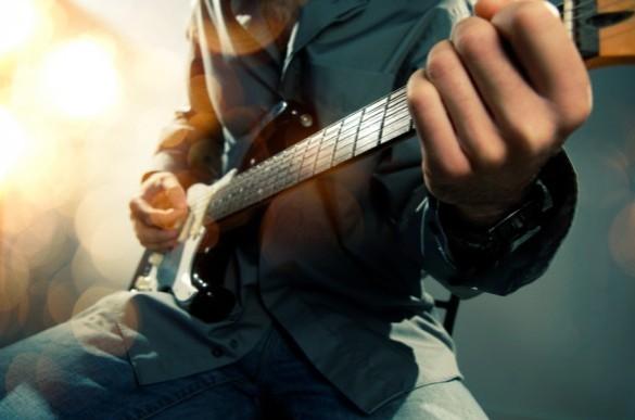 GuitarPicMusicMoney1-584x387